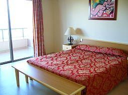 【写真右】ベッドスペース