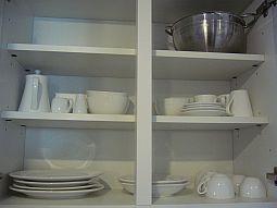 【写真右】トースター、コーヒーメーカー、ポット。自分、これしか使わない(使えない)かも…