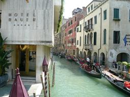 ベネチアでどこ泊まる?