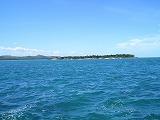 【写真左】グリーンアイランド(無人島)