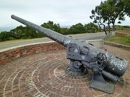 【写真右】大きな大砲が2つあります
