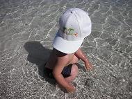 【写真右】水遊びに夢中のミニデビル