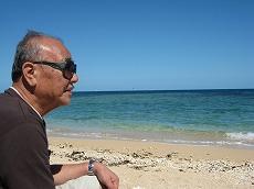 【写真中】おじいちゃんはずっーーと海を眺めてました