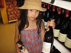 【写真中】ワインは手荷物では持ち帰れないのでスーツケースに入る方のみおすすめです。ワインなら大人1人につき3本まで免税です
