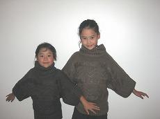 【写真右】秋に向けておしゃれなデザインのセーターを買いました(1,450CFP安っ!)。立派なお土産です