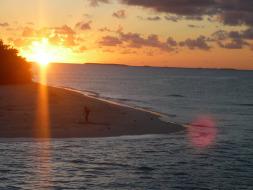 ウベア島に沈む夕日を眺めて心から癒される休日を
