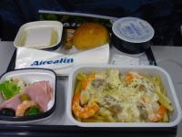 【写真左】エアカランの昼食①:シーフードクリームパスタ