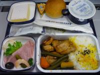 【写真中】エアカランの昼食②:鶏の甘辛丼