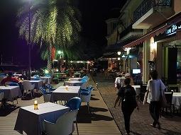 ホテル「ダナ」横のレストラン街