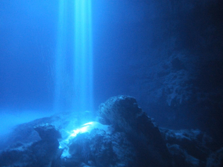 水中絶景<神秘のセノーテ>潜り...