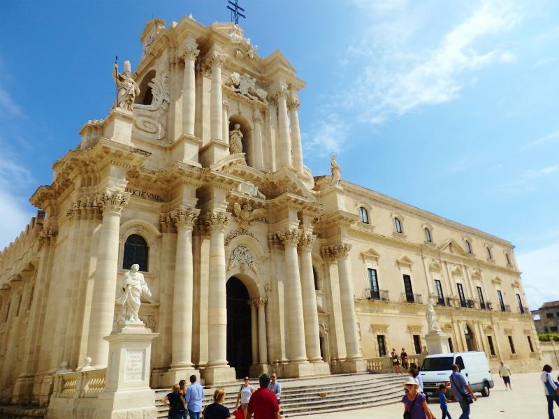 シチリア島 世界遺産シラクーサとイタリア人気避暑地タオルミーナ ...