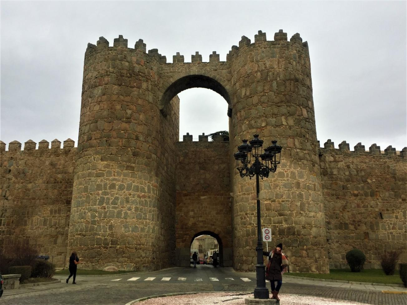 城壁の上を歩こう♪ アビラ終日ベアフットツアー