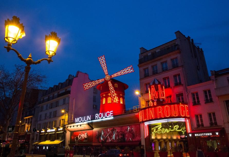 パリで華麗な夜のひとときを・・