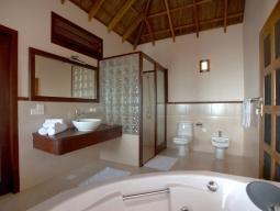 水上バンガロー バスルーム/一例