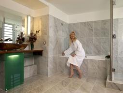 水上バンガロー浴室