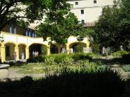 『エスパス・ヴァン・ゴッホの中庭』