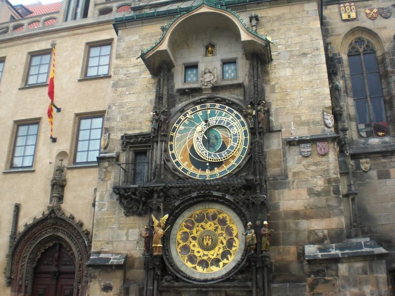 旧市街広場と天文時計を見る