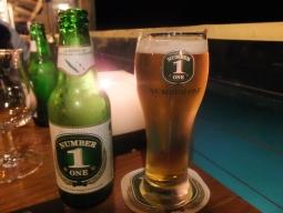 【写真左】ニューカレドニアビール『No.1』