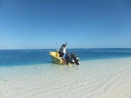【写真中】ノンカウイ島までの海もめちゃくちゃキレイです