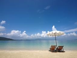 周辺の小島へは無料シャトルボート送迎があります。