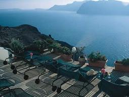 テラスからエーゲ海を望む