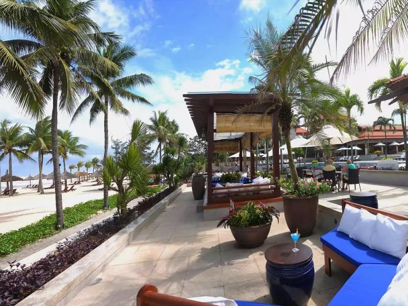 レストラン:青空の下『Ocean Terrace Bar 』