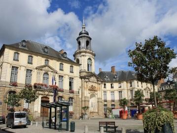 市庁舎広場、レンヌ市庁舎