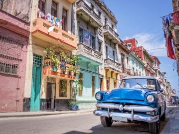 ハバナ観光決定版!旧市街地散策&クラシックカー乗車ツアー