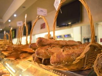 ホテルすぐ近くにある人気のパン屋さん