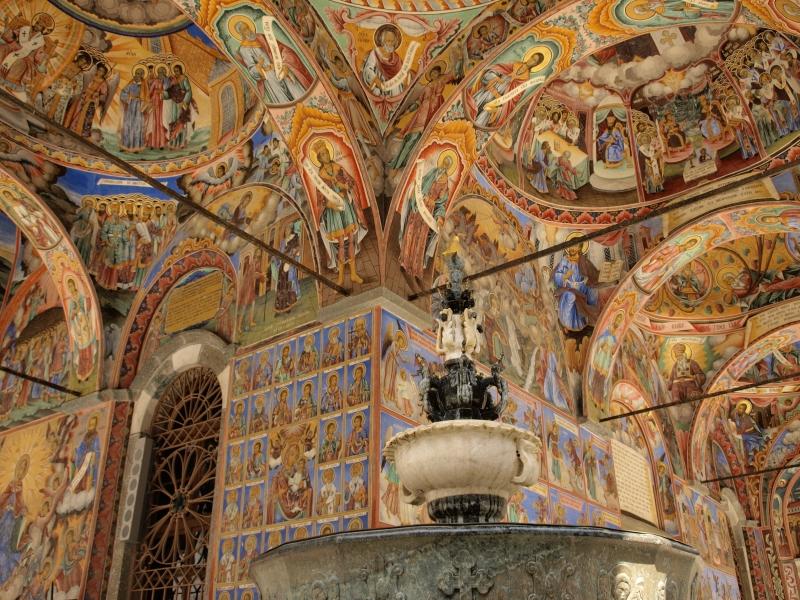 リラの僧院壁一面に描かれた壁画は息をのむ美しさ