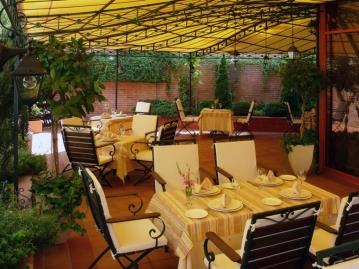 La Tribuna Restaurant & Garden