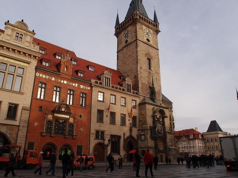旧市庁舎の塔からプラハの町を一望する