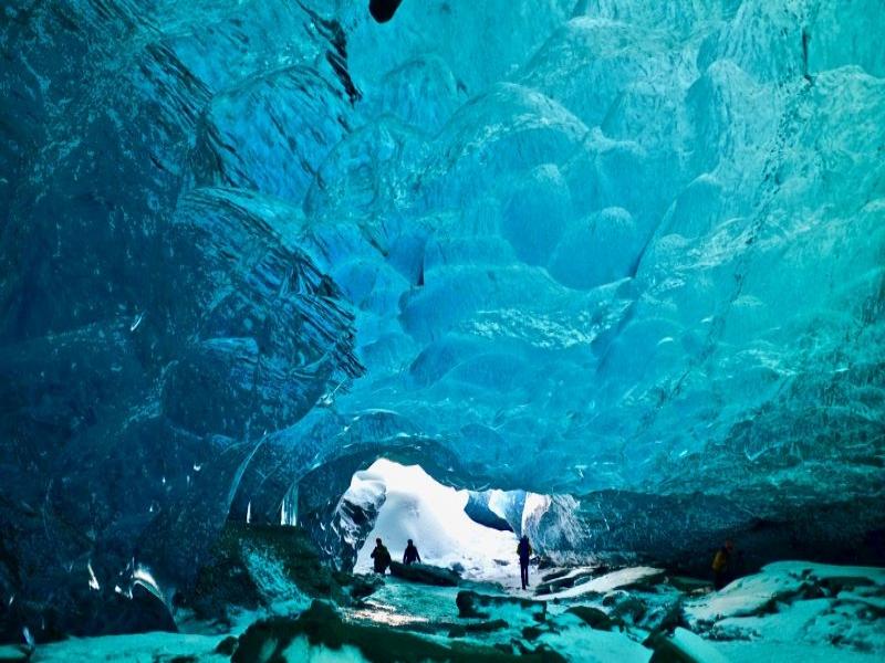 おすすめの絶景・秘境ツアー アイスランド/ブルーアイスケイブ