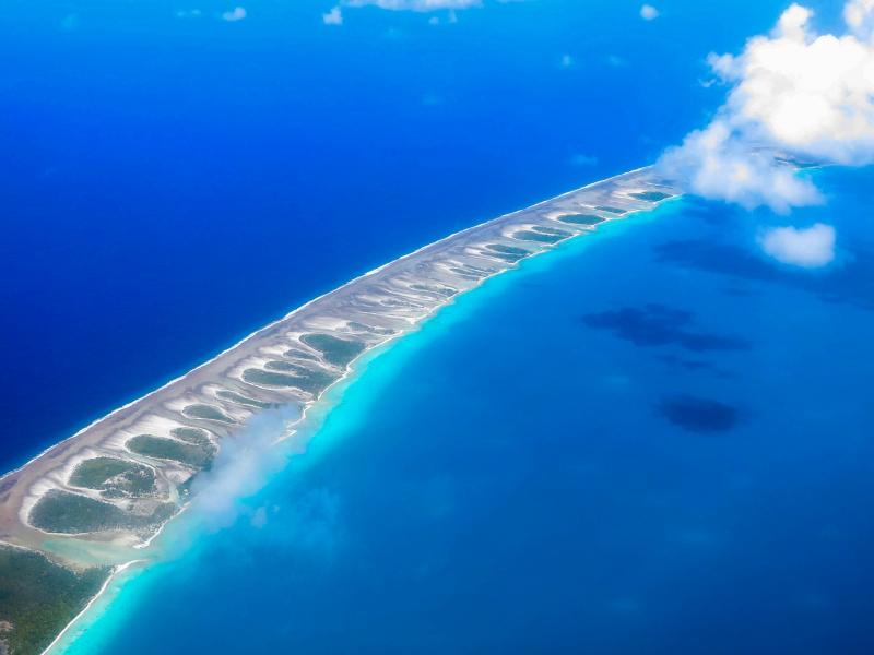 ランギロアブルーの美しい海