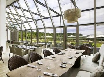 滝が見えるレストラン(イメージ)