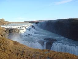 【関西発】アイスランド観光には欠かせない巨大な間欠泉や地球の割れ目を見に行こうゴールデンサークル&往復バスチケット付!レイキャビク5日間