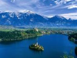 隠れた美しい大自然ブレット湖&ポストイナ鍾乳洞を送迎車で巡るスロベニア周遊!リュブリャナ泊6日間