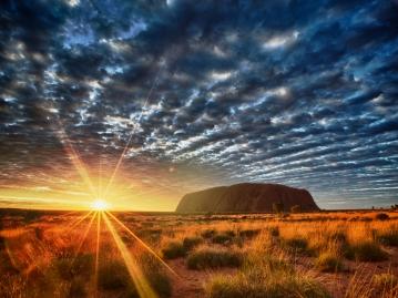 【関西発】オーストラリアの大都市シドニー1泊+登山ラストチャンスの世界遺産エアーズロックにドミトリーでお得に2泊!日本語ガイドがご案内する観光ツアー付6日間