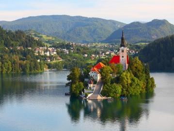 ≪新千歳発着≫ひとり旅♪≪満足度高評価★エミレーツ航空利用≫隠れた美しい大自然ブレット湖&ポストイナ鍾乳洞を送迎車で巡るスロベニア周遊!リュブリャナ泊7日間