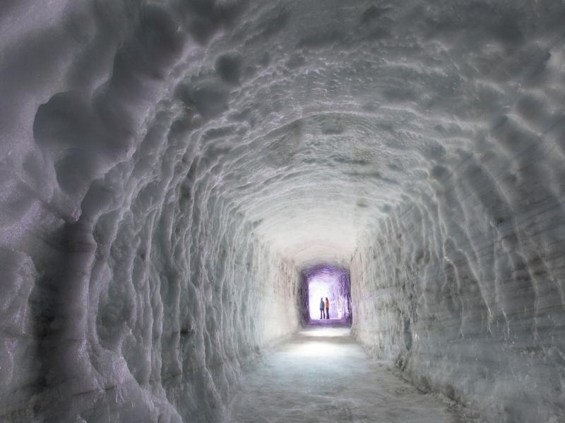 アイスランド氷の洞窟おすすめツアー