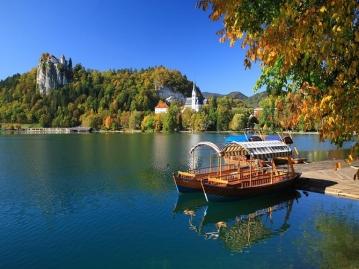 成田発≪カタール航空≫隠れた美しい大自然ブレット湖&ポストイナ鍾乳洞を送迎車で巡るスロベニア周遊!リュブリャナ泊6日間