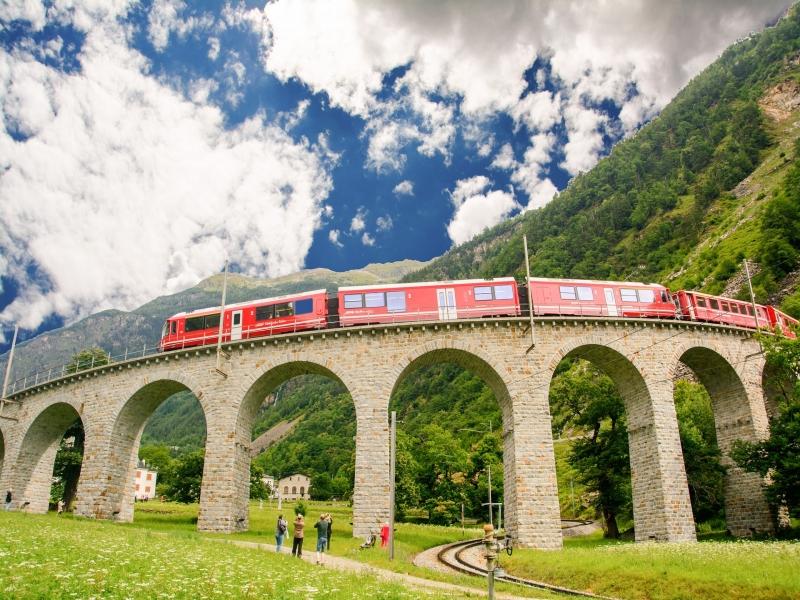 スイス アルプスハイキンおすすめツアー