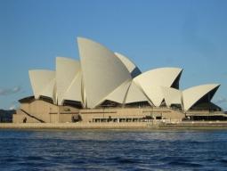 5日間でエアーズロックへ★オーストラリアの大都市シドニー1泊+世界遺産エアーズロック1泊!日本語ガイドがご案内する観光ツアー付5日間