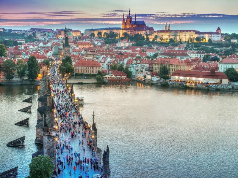 中世の街プラハ×ドーハ周遊