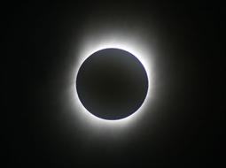 完璧な皆既日食の観測ができました。