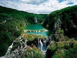 <3名様参加でお得!初めてのクロアチア旅行におすすめ>安心の送迎車で巡るクロアチア♪プリトヴィッツェ観光付!ザグレブ&スプリット&ドブロブニク8日間