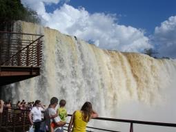 【東京発】<絶景弾丸トラベル>6日間で行く!世界三大瀑布イグアスの滝~ブラジル側&アルゼンチン側2ヶ国たっぷり観光付【アメリカン航空空】