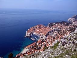 ひとり旅♪早期予約特典有★短いお休みでもアドリア海のクロアチアへ・・・紺碧の海と茶色い屋根の町並みを歩こう!ドブロブニク6日間