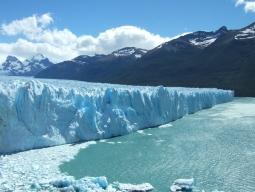 【ANAマイル加算】絶景☆ サファイアブルーに光り輝くペリト・モレノ氷河!ロスグラシアレス国立公園&フエゴ国立公園、2大国立公園周遊 8日間♪