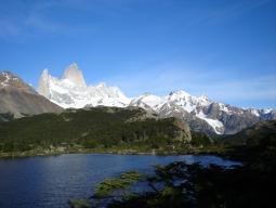 絶景☆~トレッキング好きのあなたのために~サファイアブルーに輝くペリト・モレノ氷河&フィッツ・ロイ&パイネ国立公園!アルゼンチン×チリ 8日間